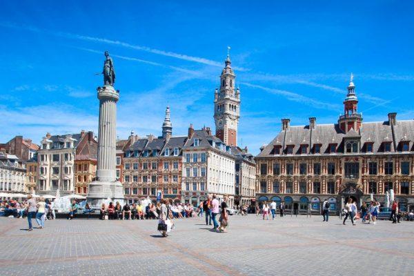 Lille (France) / Grand place avec Vieille bourse et beffroi CCI